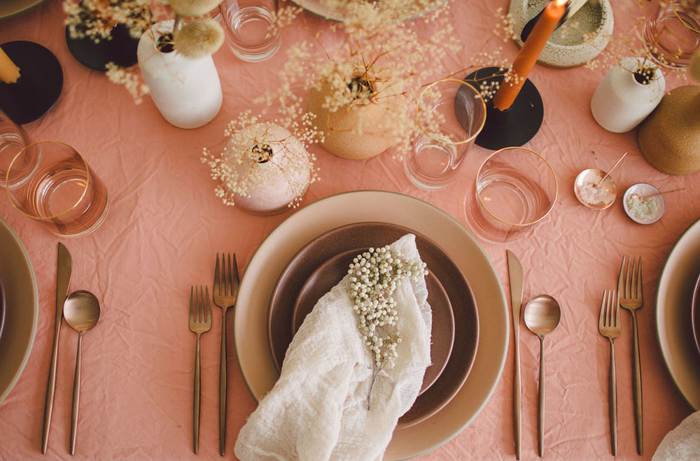 Simple and modern thanksgiving table setting ideas.jpg