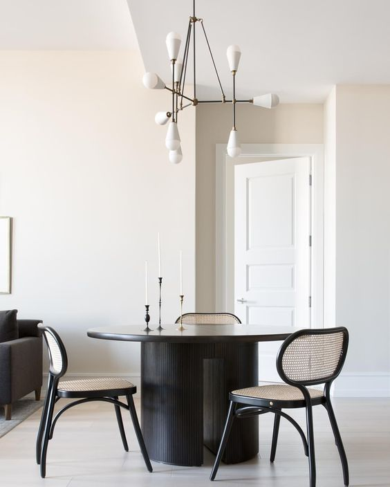 Savvy Favorites: Contemporary & Modern Round Dining Room Tables