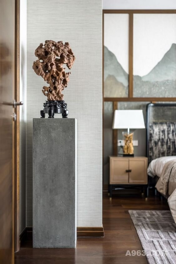 9 Modern Pedestals That'll Instantly Make Your Space Look More High-End