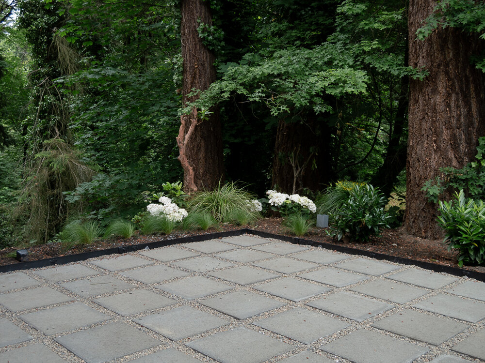 How to make a Modern Patio with pea gravel and Square Pavers