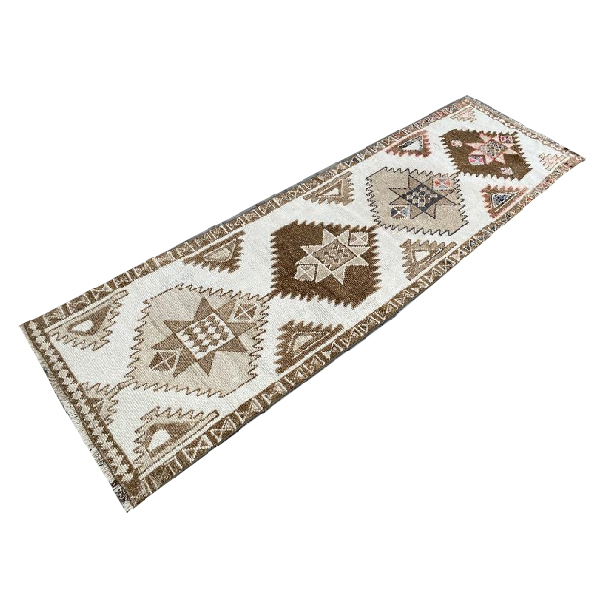 how-to-decorate-with-a-persian-turkish-or-oriental-area-rug-by-the-savvy-heart.